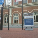 Station met bord